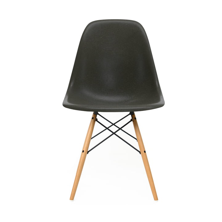 Eames Fiberglass Side Chair DSW von Vitra in Ahorn gelblich / Eames elephant hide grey