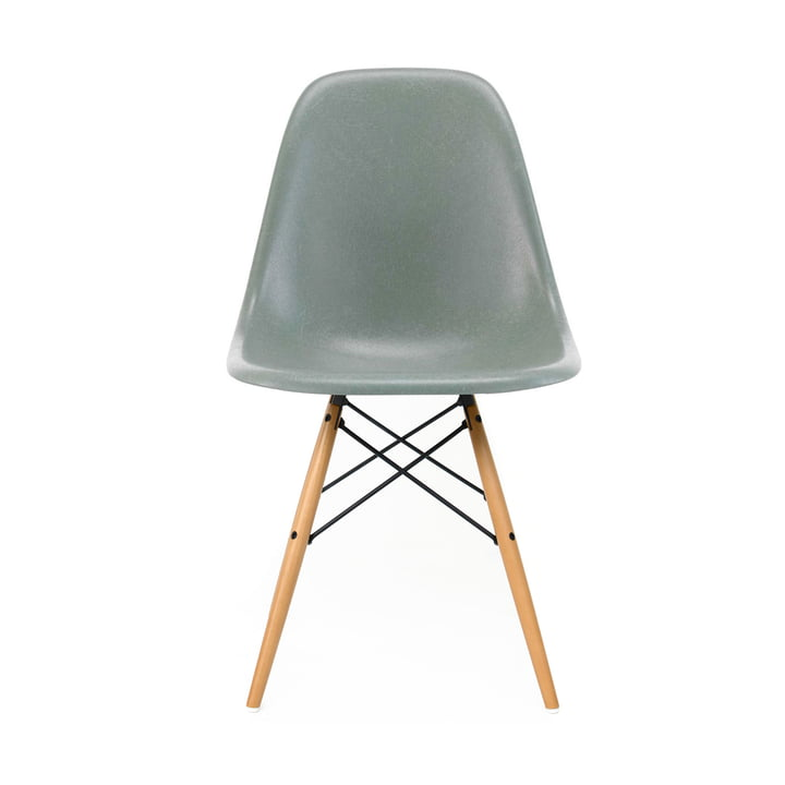 Eames Fiberglass Side Chair DSW von Vitra in Ahorn gelblich / Eames sea foam green