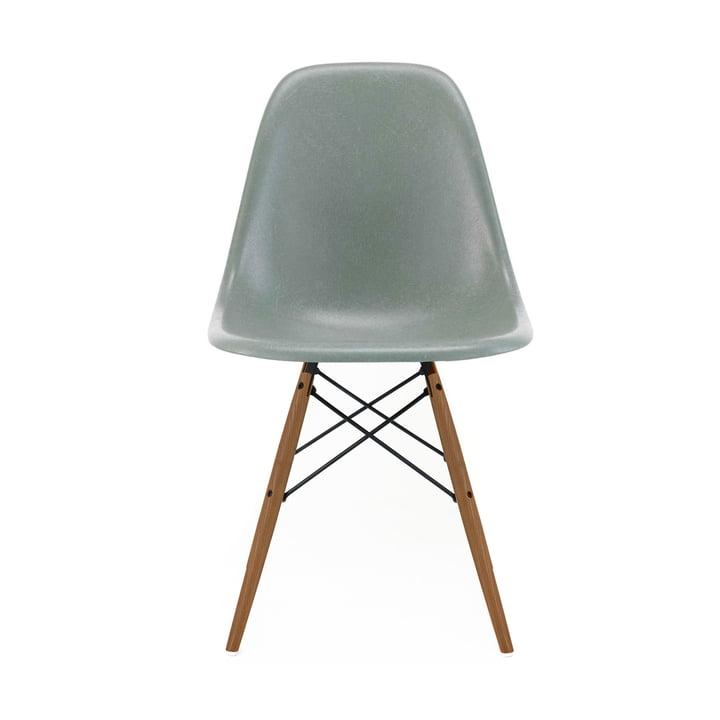 Eames Fiberglass Side Chair DSW von Vitra in Esche honigfarben / Eames sea foam green