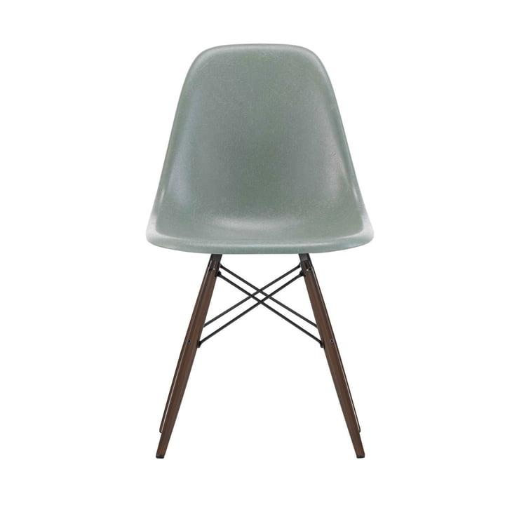 Eames Fiberglass Side Chair DSW von Vitra in Ahorn dunkel / Eames sea foam green
