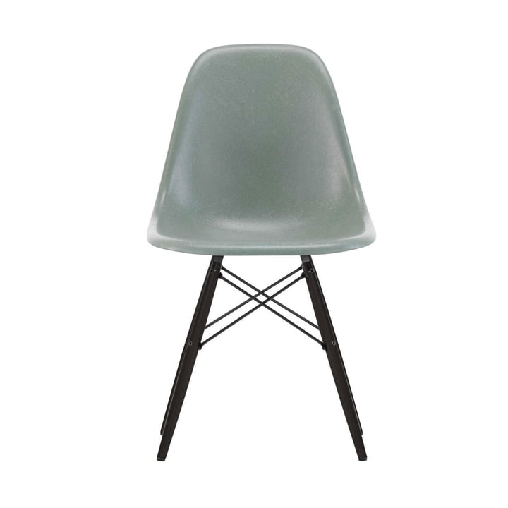 Eames Fiberglass Side Chair DSW von Vitra in Ahorn schwarz / Eames sea foam green