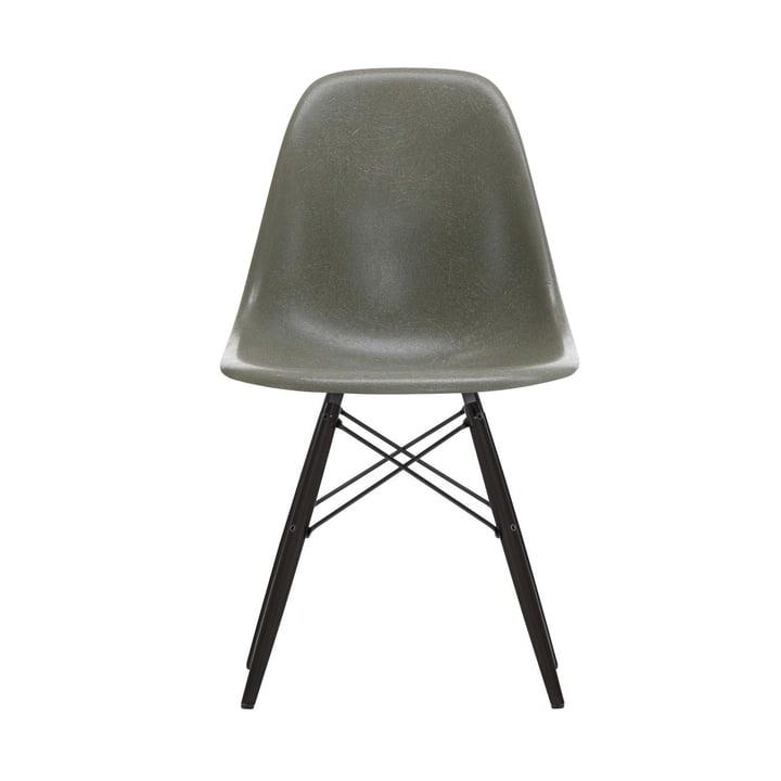 Eames Fiberglass Side Chair DSW von Vitra in Ahorn schwarz / Eames raw umber