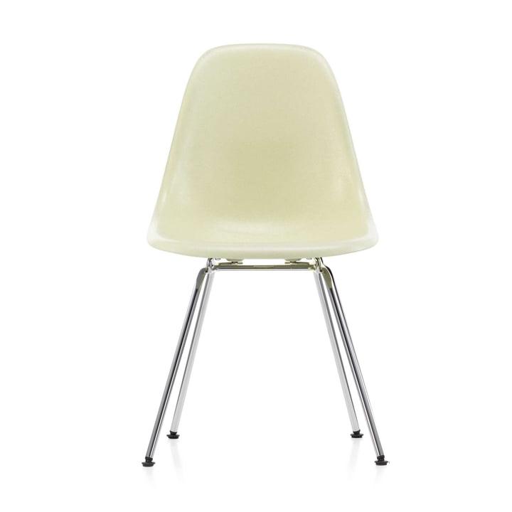 Eames Fiberglass Side Chair DSX von Vitra in verchromt / Eames parchment