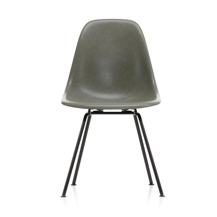 Eames Fiberglass Side Chair DSX von Vitra in basic dark / Eames raw umber