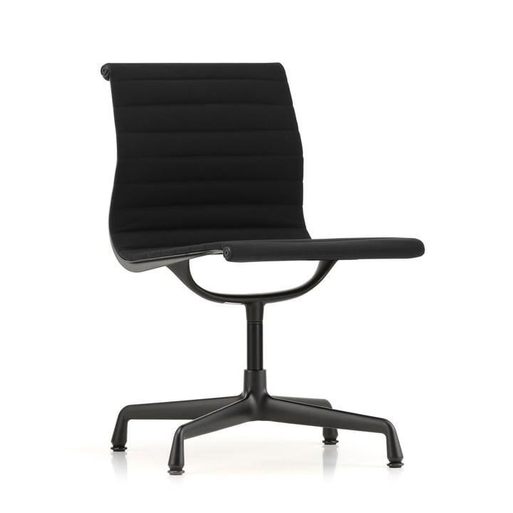 EA 101 Stuhl beschichtet tiefschwarz von Vitra in Hopsack nero (Filzgleiter)