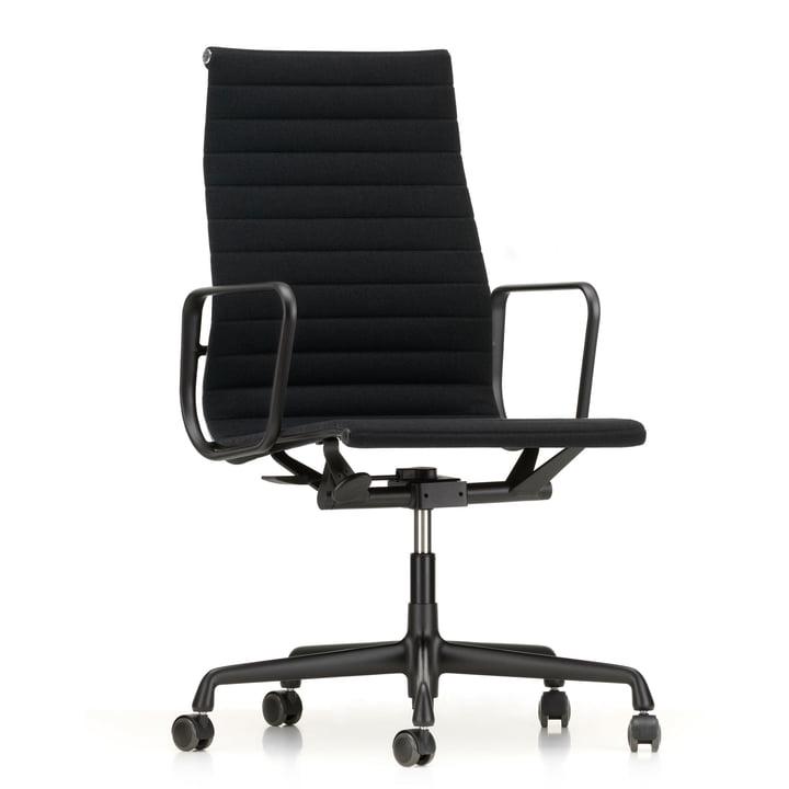 EA 119 Bürostuhl beschichtet tiefschwarz mit Armlehnen drehbar von Vitra in Hopsak nero (Hartbodenrollen)