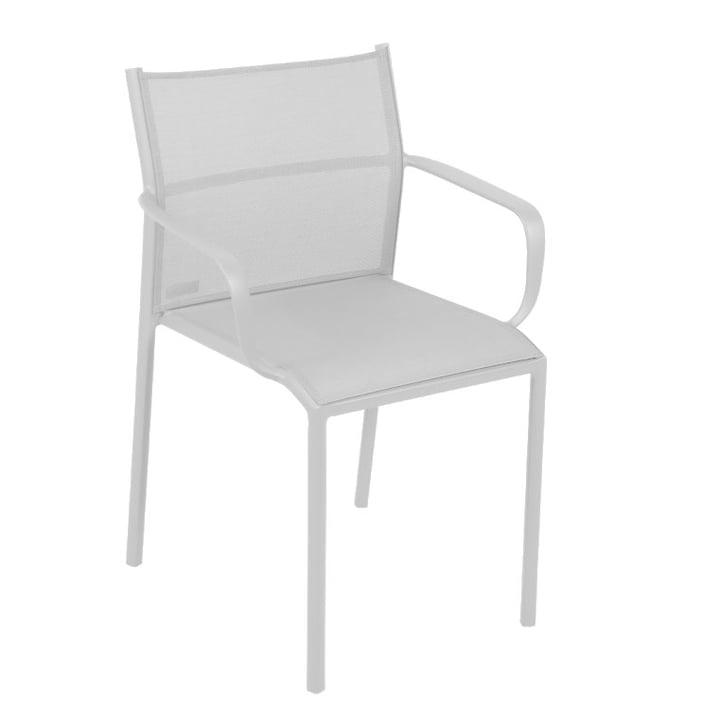 Cadiz Stuhl mit Armlehnen von Fermob in baumwollweiß