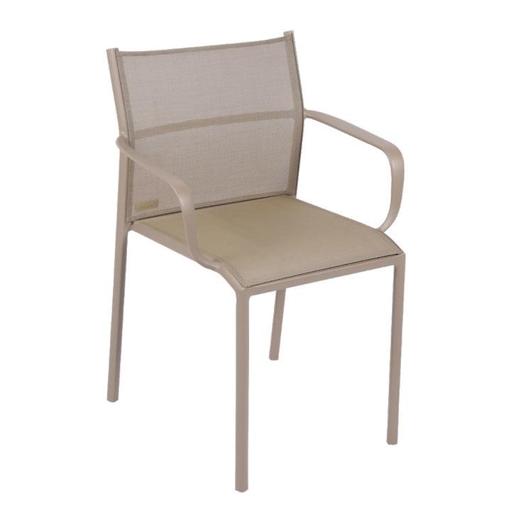 Cadiz Stuhl mit Armlehnen von Fermob in muskat
