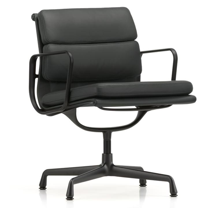 EA 208 Soft Pad Chair Aluminium beschichtet tiefschwarz mit Armlehnen drehbar von Vitra in Leder Premium schwarz