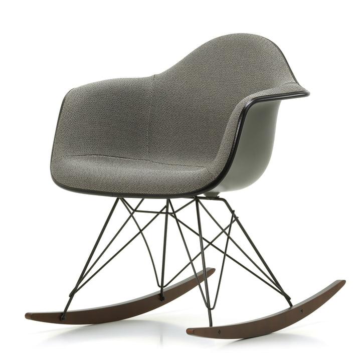 Eames Plastic Armchair RAR von Vitra in Ahorn dunkel / pulverbeschichtet basic dark / Vollpolster Credo perlmutt / schwarz / Sitzschale basalt / Keder basic dark