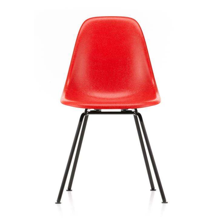 Eames Fiberglass Side Chair DSX von Vitra in basic dark / Eames classic red