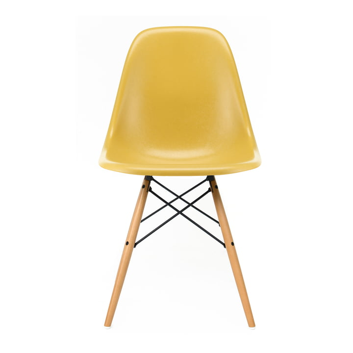 Eames Fiberglass Side Chair DSW von  Vitra in Ahorn gelblich / Eames ochre light