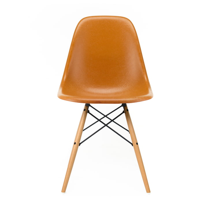 Eames Fiberglass Side Chair DSW von Vitra in Ahorn gelblich / Eames ochre dark