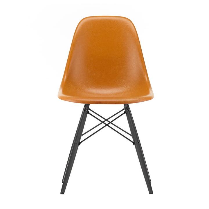 Eames Fiberglass Side Chair DSW von Vitra in Ahorn schwarz / Eames ochre dark