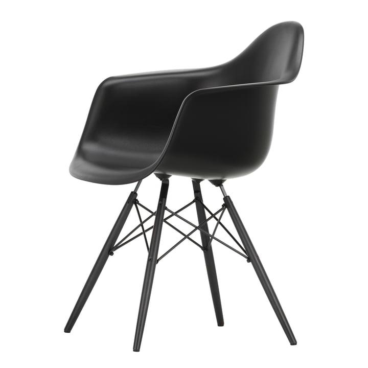 Eames Plastic Armchair DAW von Vitra in Ahorn schwarz / tiefschwarz