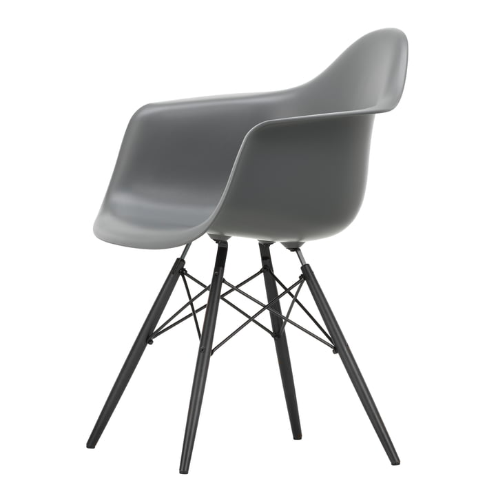 Eames Plastic Armchair DAW von Vitra in Ahorn schwarz / granitgrau
