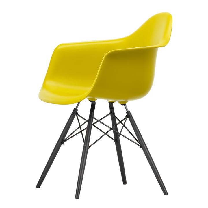 Eames Plastic Armchair DAW von Vitra in Ahorn schwarz / senf