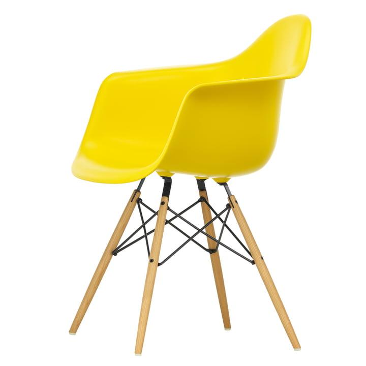 Eames Plastic Armchair DAW von Vitra in Ahorn gelblich / sunlight