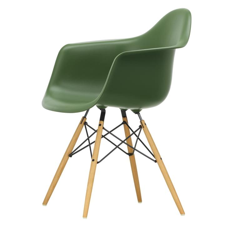 Eames Plastic Armchair DAW von Vitra in Ahorn gelblich / forest