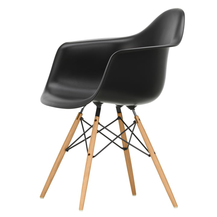 Eames Plastic Armchair DAW von Vitra in Esche honigfarben / tiefschwarz