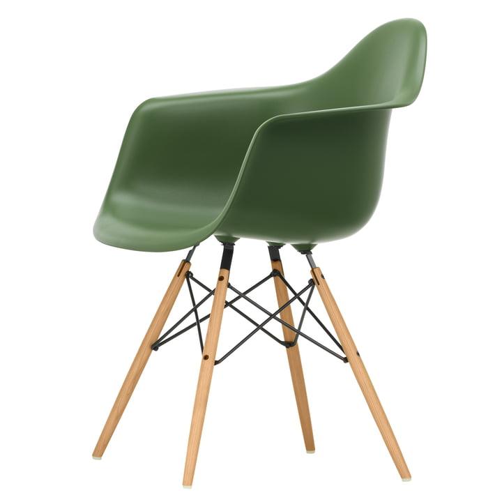 Eames Plastic Armchair DAW von Vitra in Esche honigfarben / forest