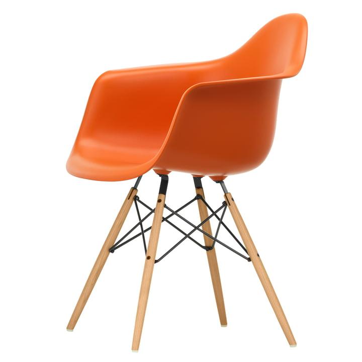 Eames Plastic Armchair DAW von Vitra in Esche honigfarben / rostorange