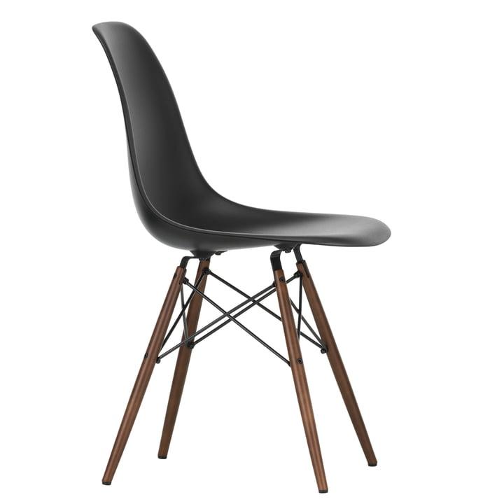 Eames Plastic Side Chair DSW von Vitra in Ahorn dunkel / tiefschwarz