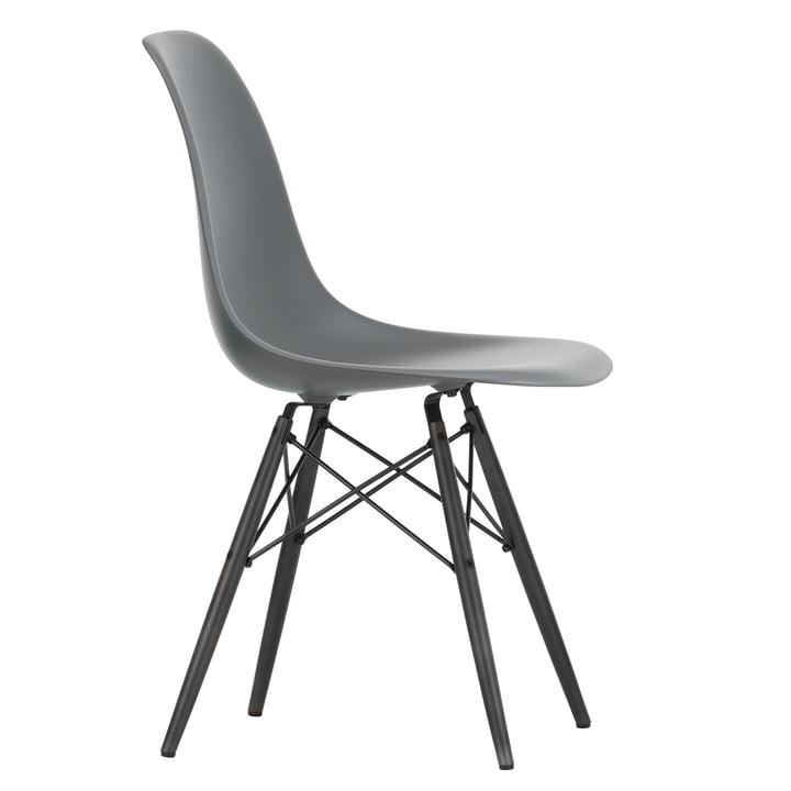 Eames Plastic Side Chair DSW von Vitra in Ahorn schwarz / granitgrau