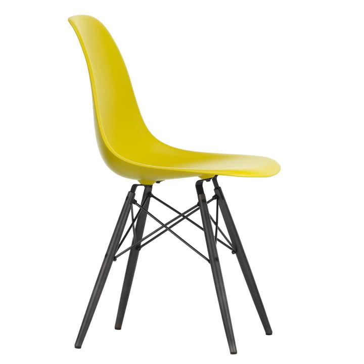 Eames Plastic Side Chair DSW von Vitra in Ahorn schwarz / senf