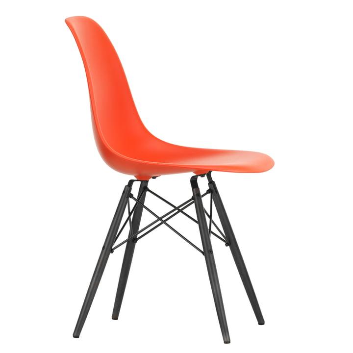 Eames Plastic Side Chair DSW von Vitra in Ahorn schwarz / poppy red