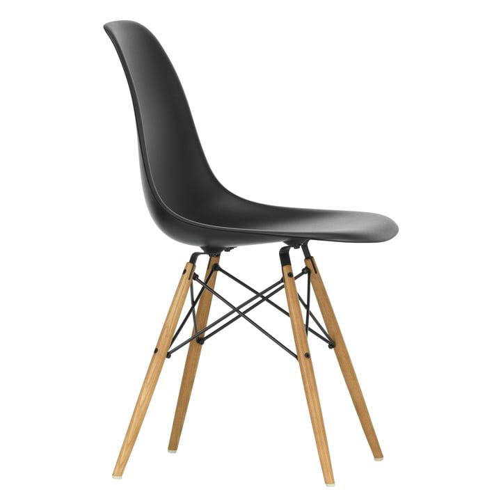 Eames Plastic Side Chair DSW von Vitra in Ahorn gelblich / tiefschwarz