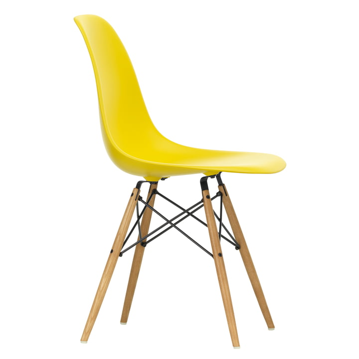 Eames Plastic Side Chair DSW von Vitra in Ahorn gelblich / sunlight