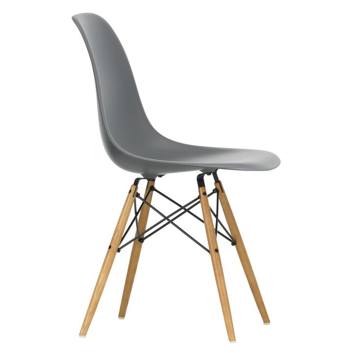 Eames Plastic Side Chair DSW von Vitra in Ahorn gelblich / granitgrau