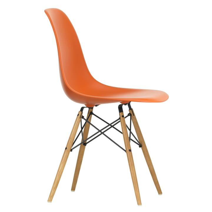 Eames Plastic Side Chair DSW von Vitra in Ahorn gelblich / rostorange