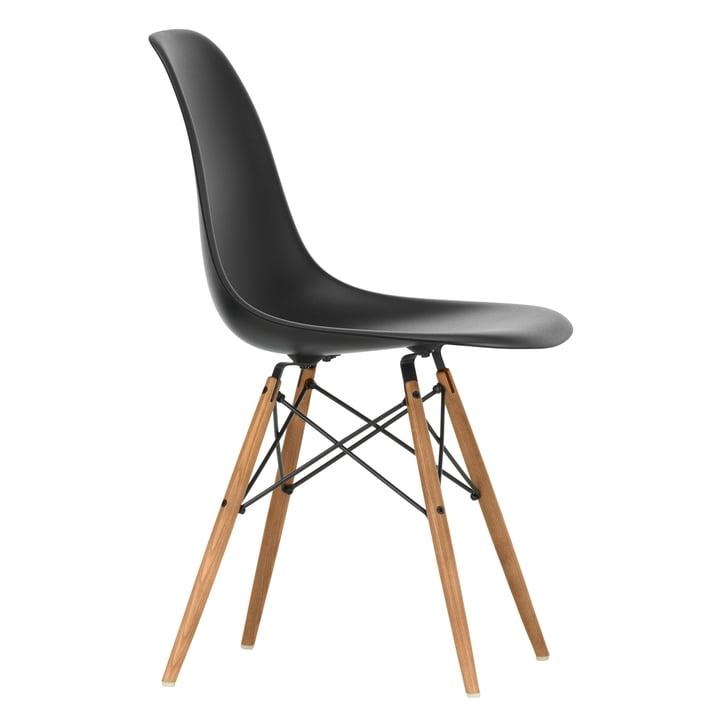 Eames Plastic Side Chair DSW von Vitra in Esche honigfarben / tiefschwarz