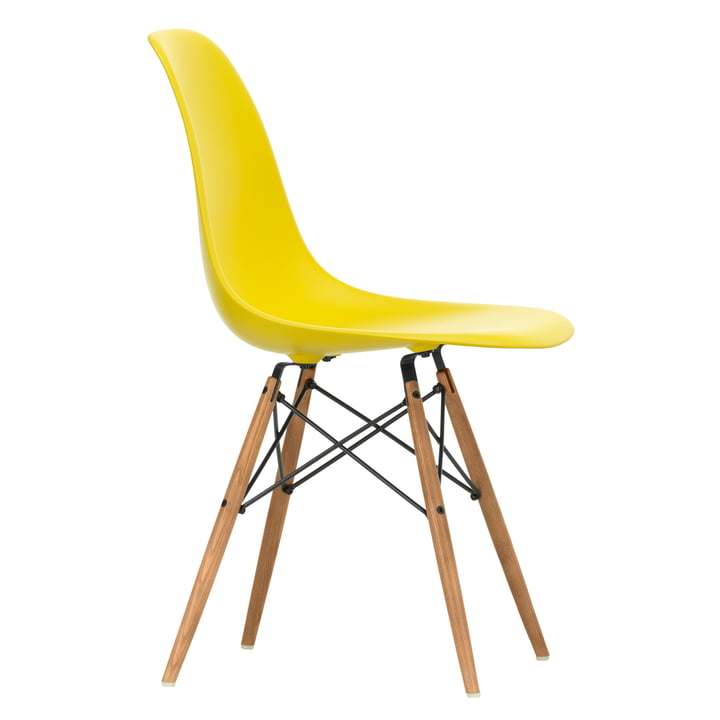 Eames Plastic Side Chair DSW von Vitra in Esche honigfarben / sunlight