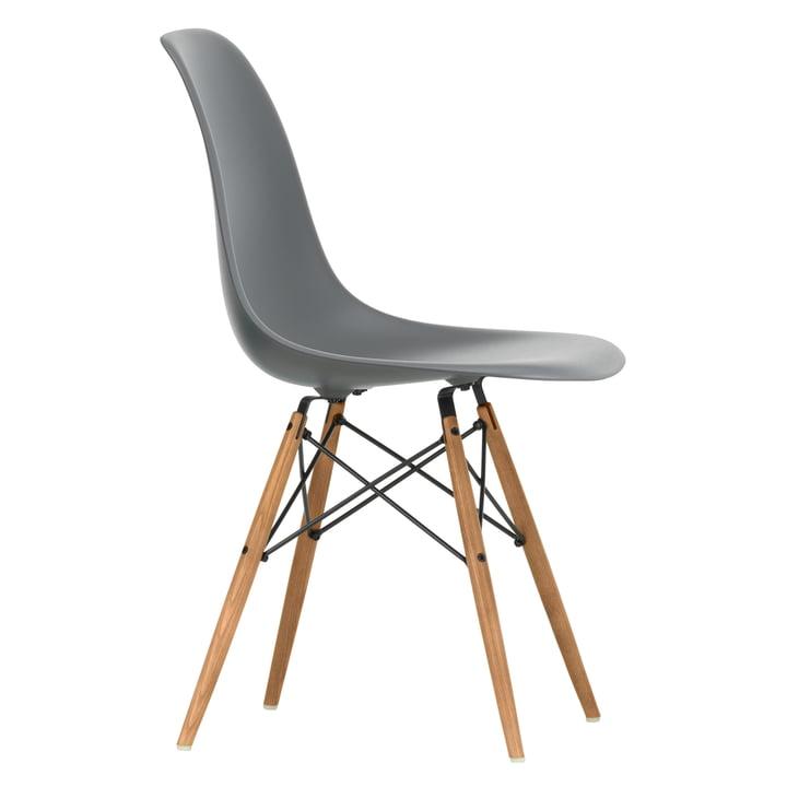 Eames Plastic Side Chair DSW von Vitra in Esche honigfarben / granitgrau