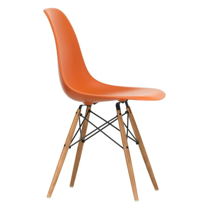 Eames Plastic Side Chair DSW von Vitra in Esche honigfarben / rostorange