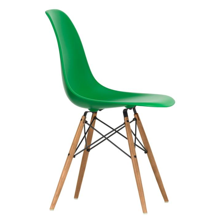 Eames Plastic Side Chair DSW von Vitra in Esche honigfarben / grün