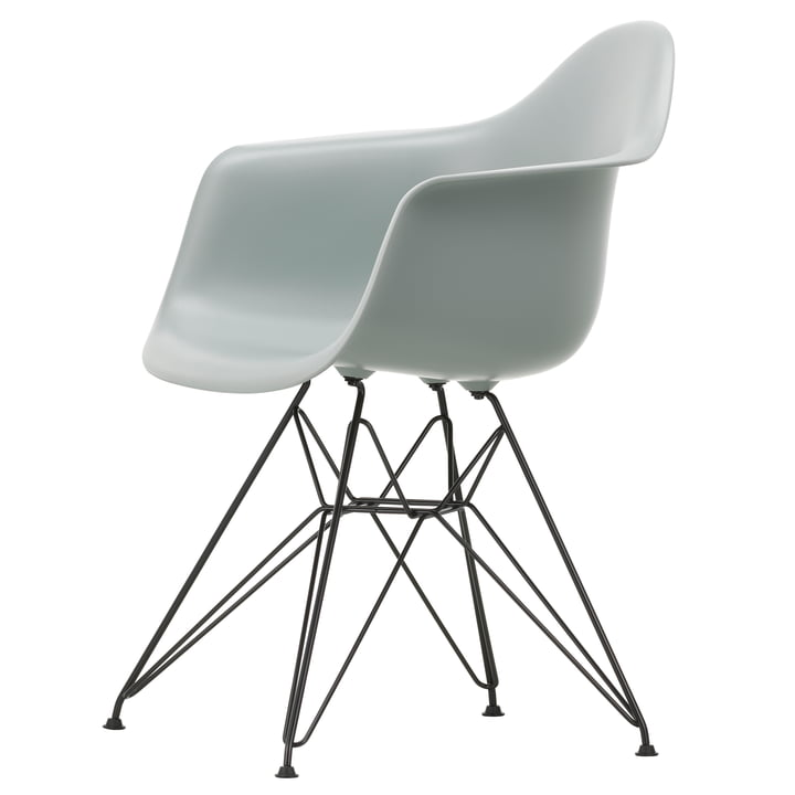 Eames Plastic Armchair DAR von Vitra in basic dark / hellgrau