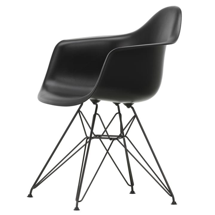 Eames Plastic Armchair DAR von Vitra in basic dark / tiefschwarz