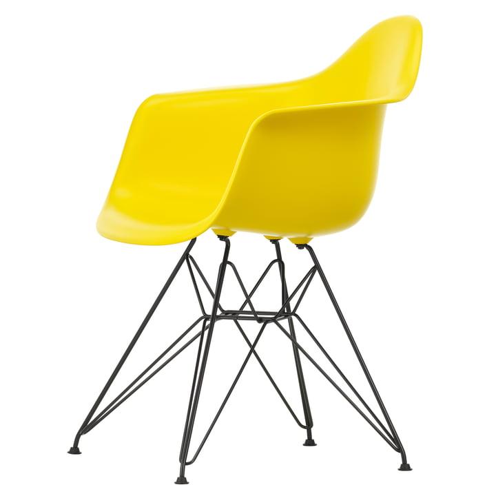 Eames Plastic Armchair DAR von Vitra in basic dark / sunlight