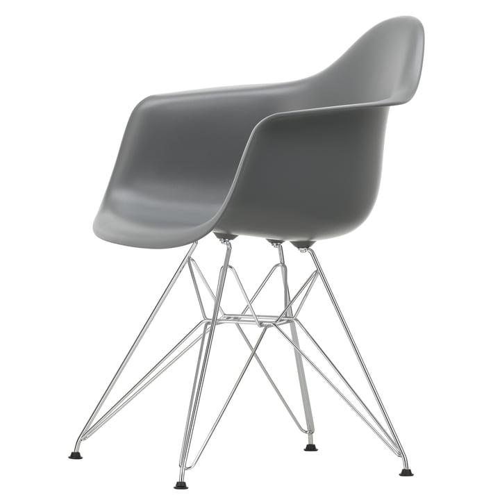 Eames Plastic Armchair DAR von Vitra in verchromt / granitgrau