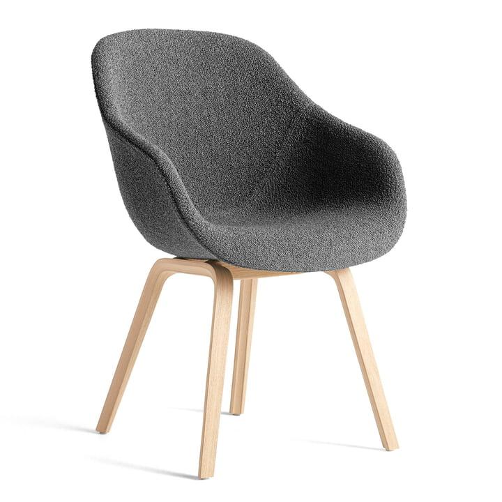 About A Chair AAC 123, Eiche matt lackiert / Flamiber charcoal C8 von Hay