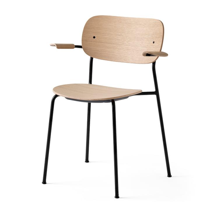 Co Dining Chair mit Armlehnen, schwarz / Eiche natur von Menu