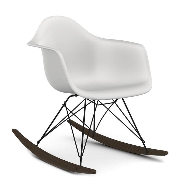 Eames Plastic Armchair RAR von Vitra in Ahorn dunkel / basic dark / weiß (Sitzhöhe: 37 cm)