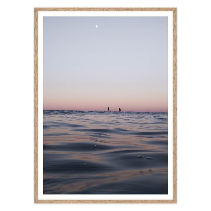 artvoll - Sunset Surfers Poster mit Rahmen, Eiche natur