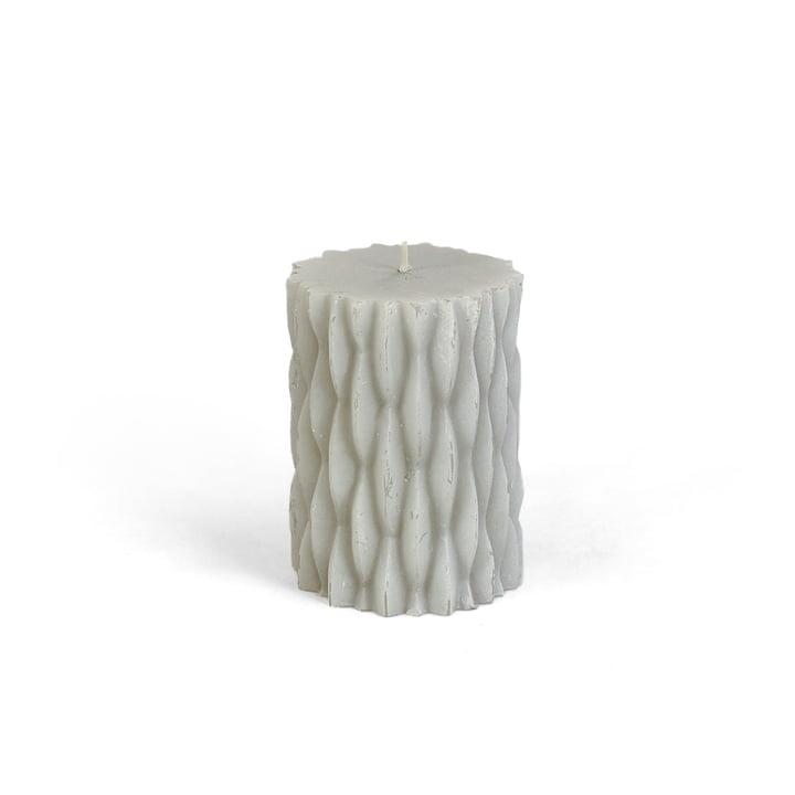 Collection - rustikale Blockkerze mit Dekor, H 9 cm / hellgrau