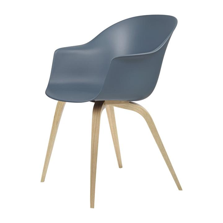 Bat Dining Stuhl von Gubi in Eiche halbmatt lackiert / blaugrau