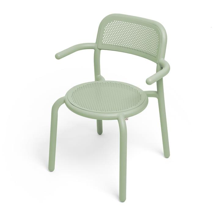 Der Toní Armlehnstuhl von Fatboy in der Farbe mist green